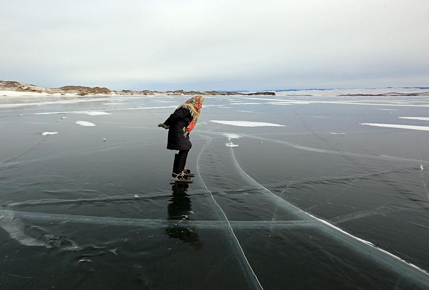 С кънки по езерото Байкал