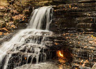 Водопадът на вечния огън