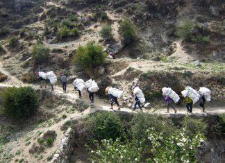 30 тона отпадъци бяха свалени от Еверест