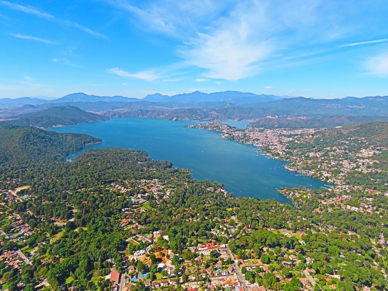 Valle de Bravo и езерото Avándaro снимка: Ира Кюрпанова