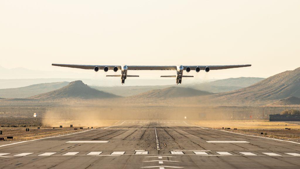 Първи полет на най-големия самолет в света