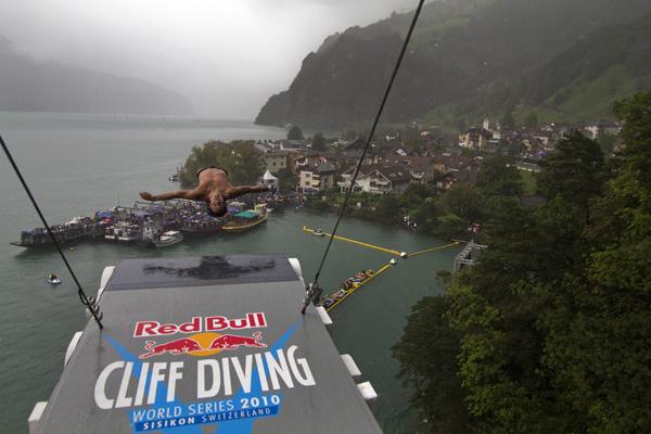 Athlete: Jose Eber Pava Ordonez / Event: Red Bull Cliff Diving World Series 2010 Sisikon / Photocredit: Romina Amato
