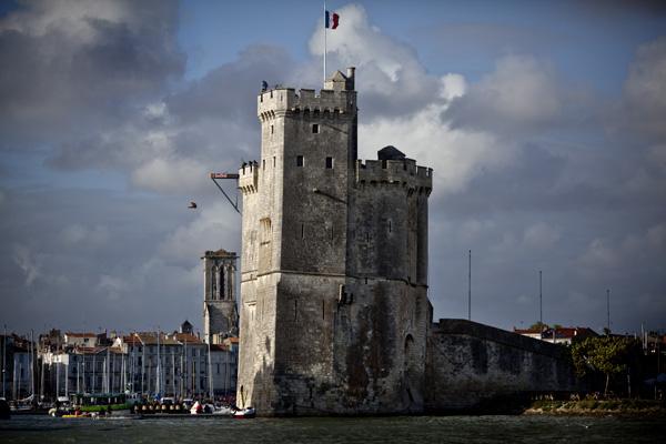 Jorge Ferzuli - Action / Photocredit: (c) Dean Treml / Event: Red Bull Cliff Diving World Series 2011 La Rochelle