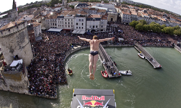 Alain Kohl - Action / Photocredit: (c) Romina Amato / Event: Red Bull Cliff Diving World Series 2011 La Rochelle