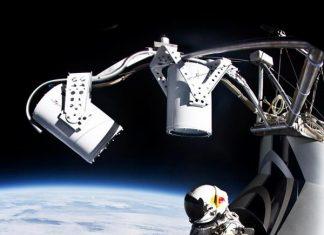 В 21:07, българско време Феликс скочи от капсулата и след 4:22 мин свободно падане и максимална скорост от 1173 км /ч се приземи успешно в 21:17