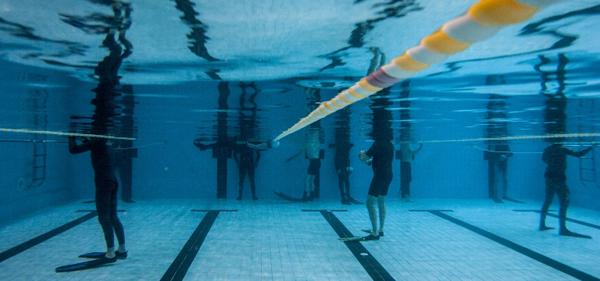 Свободно гмуркане в басейн