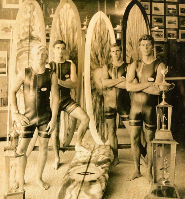 """60-те години. Сърфисти с """"The Body Glove""""."""