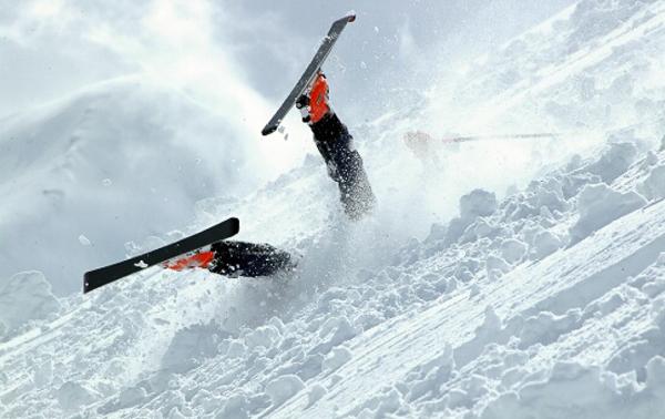 Как да падаме правилно при ски