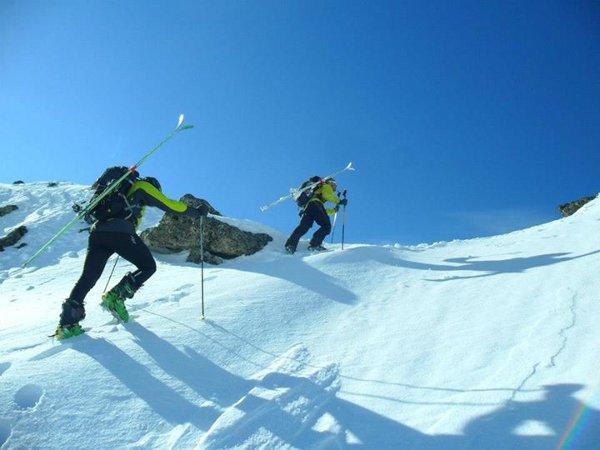 BACKCOUNTRY ски и сноуборд колеж на Асоциация свободни планини