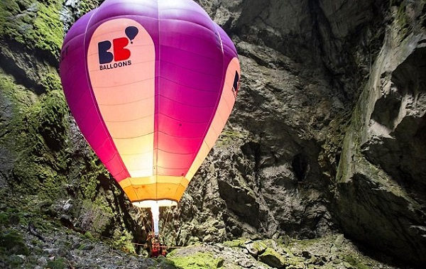 Иван Трифонов се спусна с балон в пещера