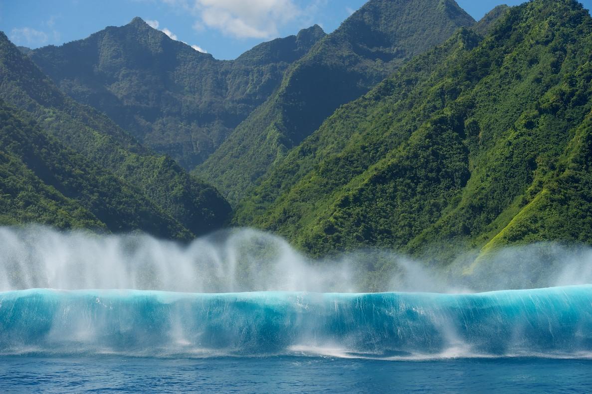 Теахупо - едни от най-опасните вълни в света