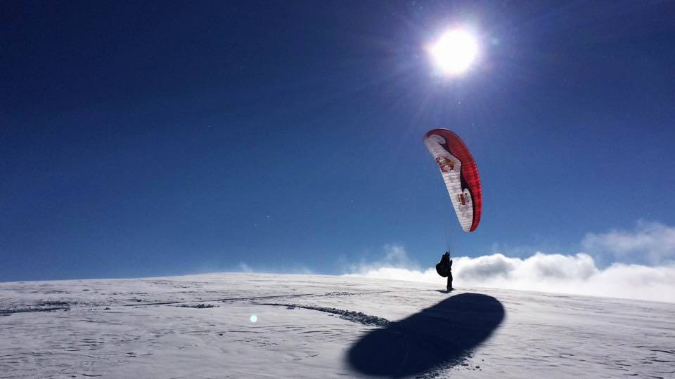 Весо Овчаров – парапланер със сноуборд