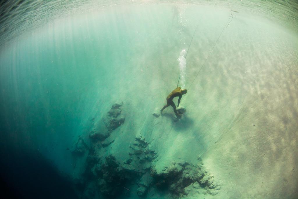 Wired се гмурва във фрийдайвинга - Алексей Молчанов - Синята дупка на Дийн