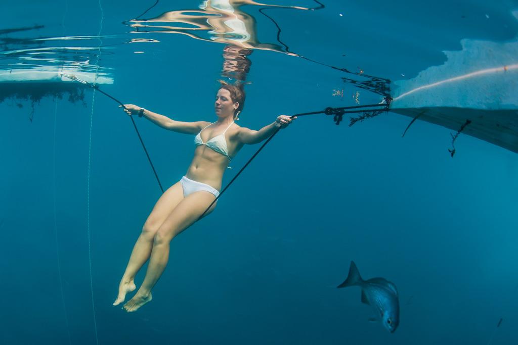 Wired се гмурва във фрийдайвинга - Луиза Колинс - Синята дупка на Дийн