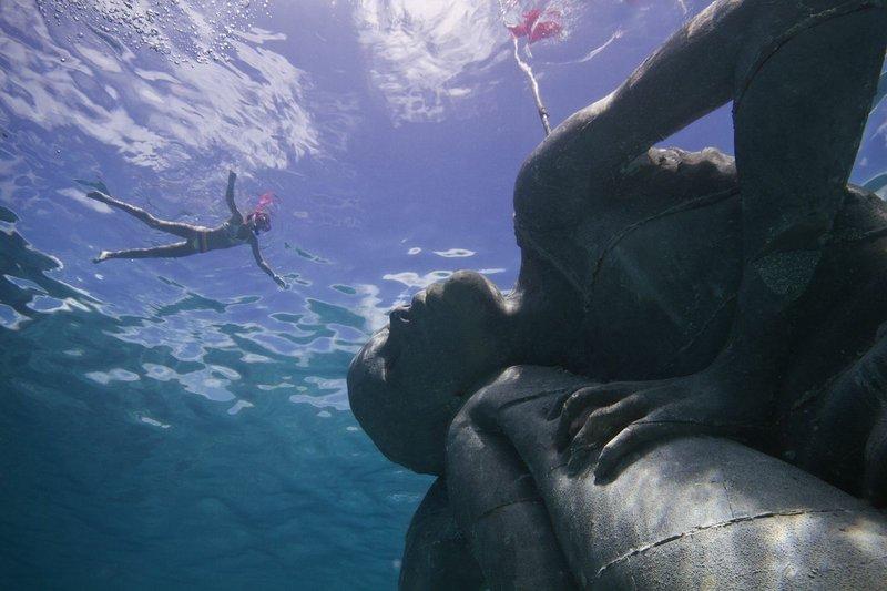 Подводни статуи - Ню Провидънс