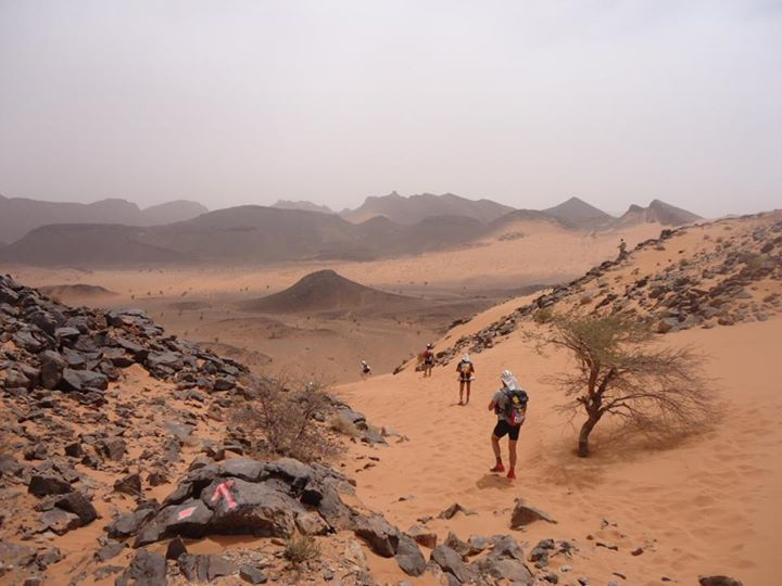 Краси Георгиев на Marathon des Sables в пустинята Сахара.ь