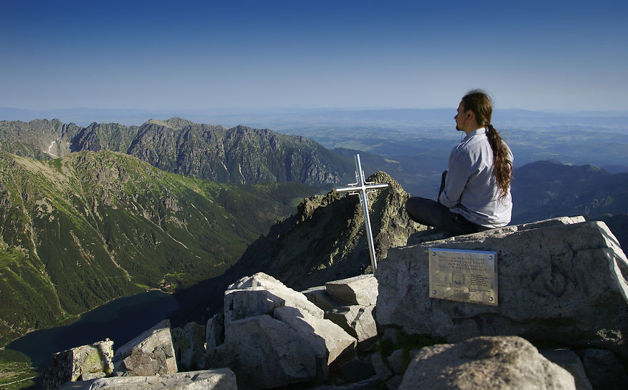Фотографът Karol Nienartowicz на най-високия връх в Полша