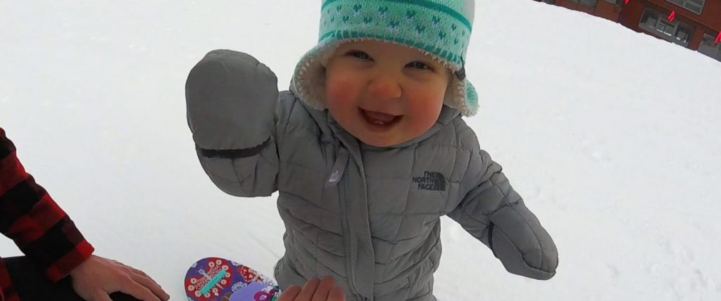 Сноубордистка с биберон