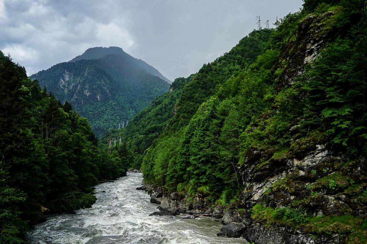 Грузия Река Ингури при вливането на Ненскра