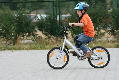 Дете на колело