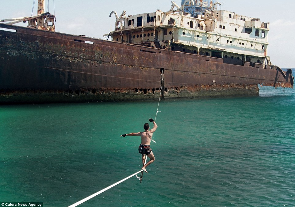 По въже през океана