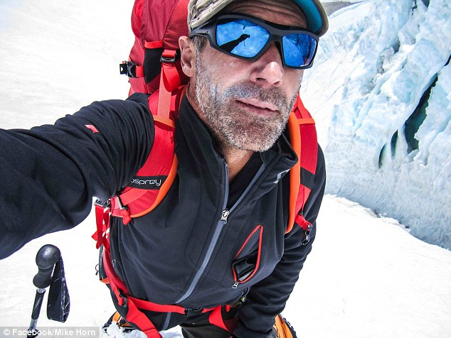 Майк Хорн обикаля Земята през двата полюса