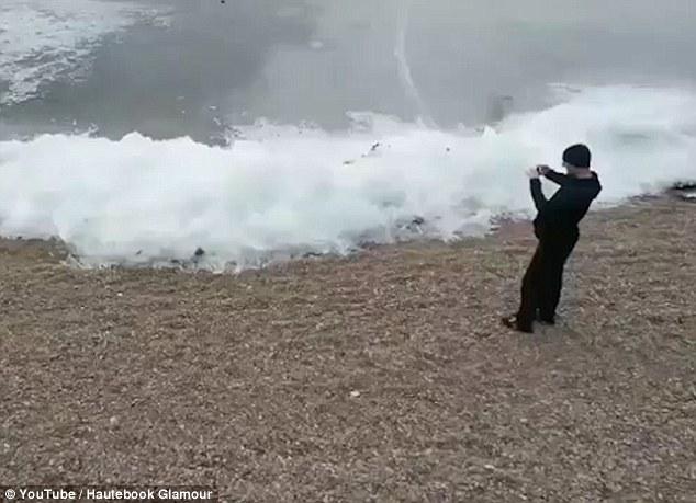 Ледени вълни в езерото Байкал