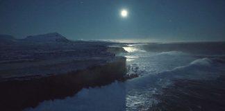 Исландия, заснета от каяк и сърф