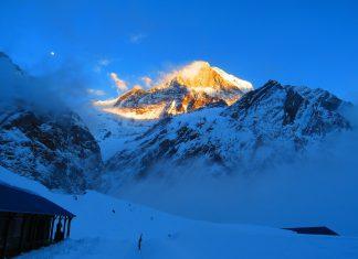 поглед към връх Мачапучаре от базов лагер (3700м) Снимка: Ира Кюрпанова