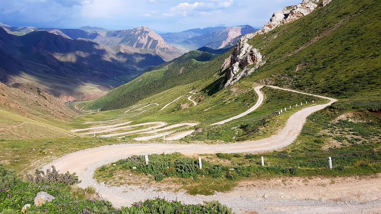 Планински проход в Киргизстан.
