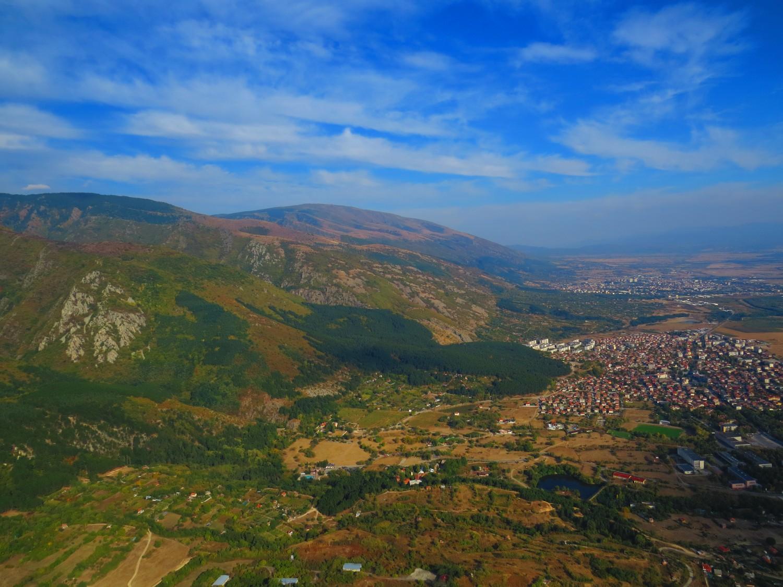 Планината и градът снимка: Ира Кюрпанова