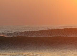 Proximity и White Waves - премиера на сърф филми