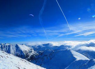 Полет от връх Вихрен, пилот: Иво Марков автор: Ира Кюрпанова
