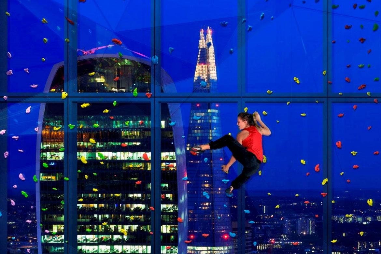 Катерене по прозорец на небостъргач
