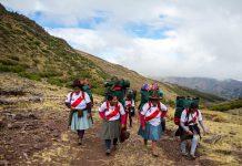 Първите жени високопланински носачи в Перу