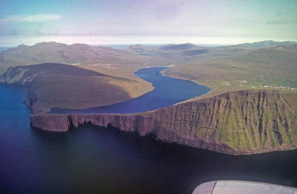 Наклоненото езеро