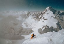 Първо спускане със ски от Лхотце