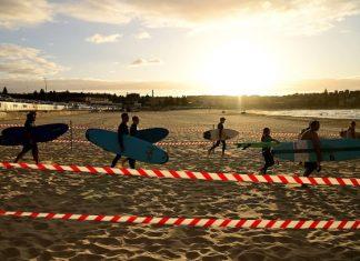Сърфисти на плажа Бонди © EPA